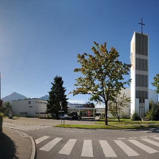 Katholische Pfarrkirche Heiliger Christoph mit angebautem Pfarrheim 1