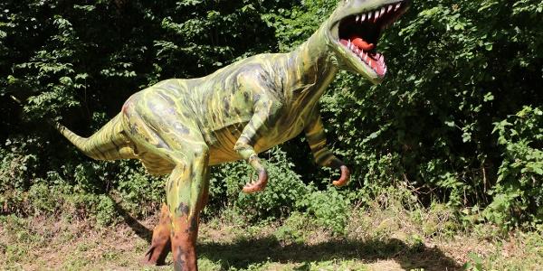 Modell eines Raubsauriers an den Saurierfährten