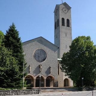 Katholische Pfarrkirche Zum Göttlichen Erlöser 1