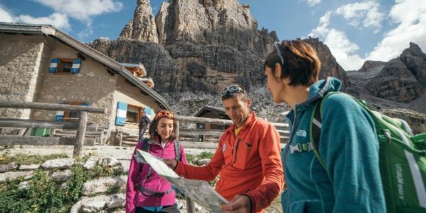 Escursionisti al Rifugio Tuckett
