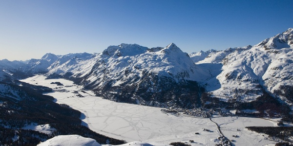 the frozen lake scenery of the Engadin