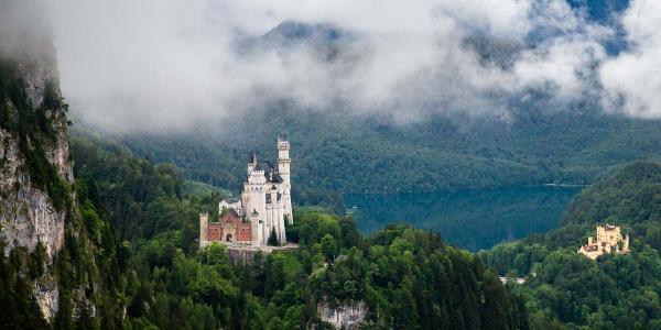Schloss Neuschwanstein und Hohenschwangau vor dem Alpsee