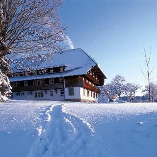 Verschneiter Hof