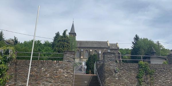 Kirche am Ortsrand