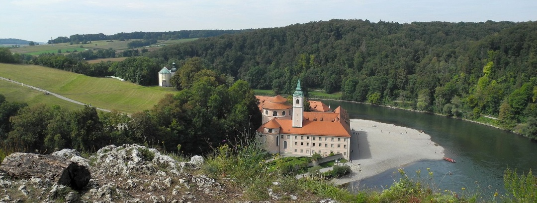 Donauroute - Blick vom Felskopf auf das Kloster Weltenburg