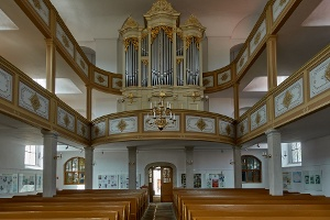 Foto Das klassizistische Innere der Kirche Königstein (2)
