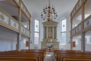 Foto Das klassizistische Innere der Kirche Königstein (1)