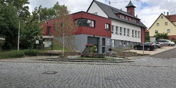 Parkplatz und Ausgangspunkt beim Alten Schulhaus