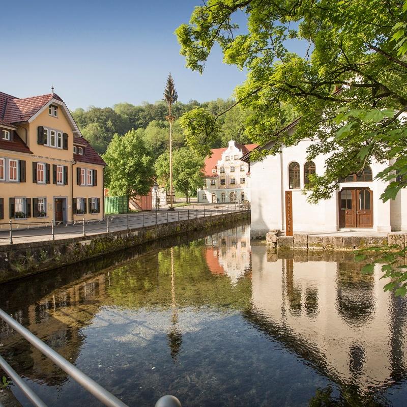 Georg Elser Gedenkstätte mit Rathaus und Hammerschmiede