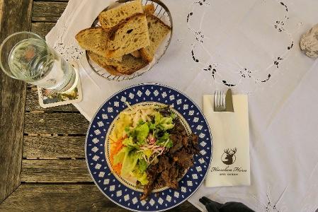 Höri-Salat mit Ochsenfetzen im Hotel Gasthaus Hirschen Horn