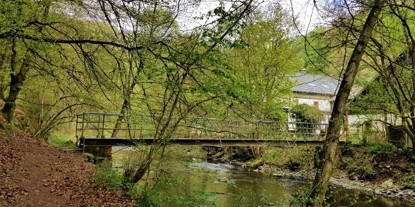 Brücke über Ueßbach_Mühlen & Maarweg