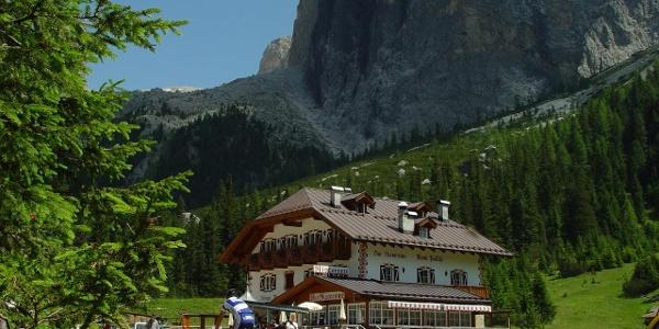 Rifugio Monti Pallidi - Loc. Pian de Schiavaneis - Canazei - Val di Fassa