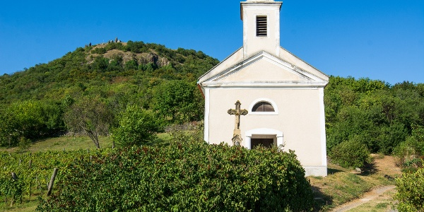 Kaplnka Sv. Donáta vo svahu vrchu Csobánc