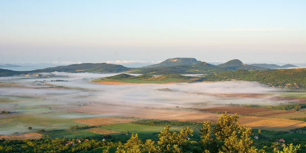 Nyári reggeli panoráma az Eötvös Károly-kilátóból