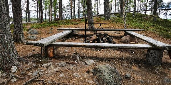 Jyrkkäniemi, Hirvaan kierros, Salamajärven kansallispuisto