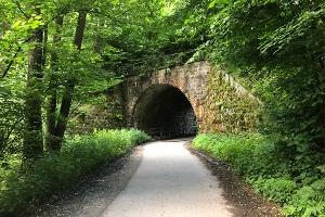 Foto Eisenbahnunterführung zwischen Schönbach und Sebnitz