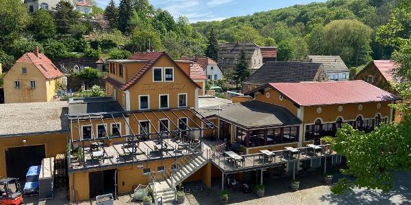 Gebäudekomplex mit Weingut, Weinkellerei, Pension & Restaurant