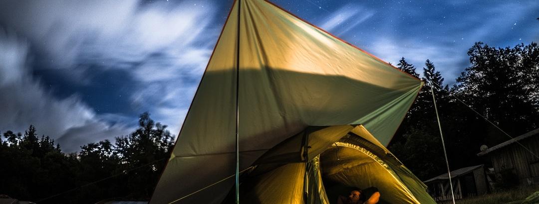 Camping mit Zelt bedeutet Übernachten als Naturerlebnis