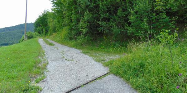 Erste Kreuzung - hier verläuft der Weg rechterhand
