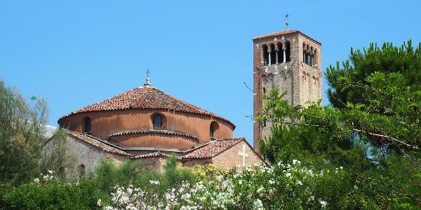 Torcello / Kostel Santa Fosca a zvonice baziliky