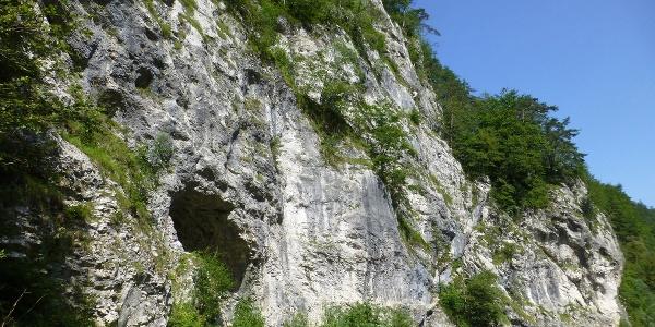 Der Klettersteigeinstieg direkt neben dem Fluß