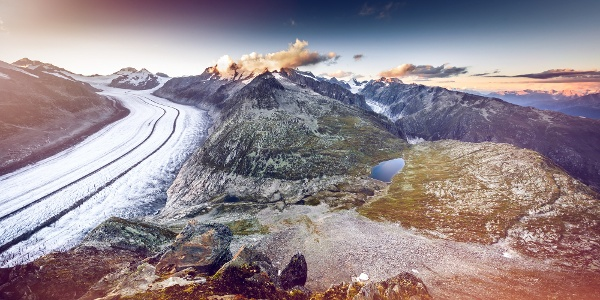 Vue sur le grand glacier d'Aletsch et sur le glacier de Fiesch en arrière-plan