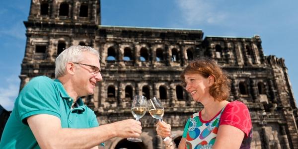 Wein- und Kulturgenuss vor der Porta Nigra in Trier