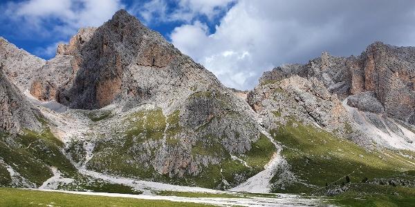 Südlicher Vorgipfel des Torkofel (2840 m); die rechte Flanke muss im Abstieg genutzt werden