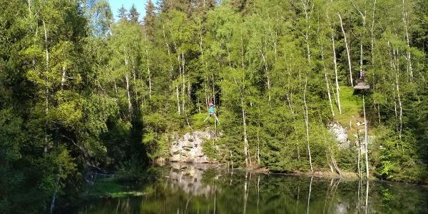 Atrakce Flying Stülpner v Zážitkovém lezeckém parku Greifensteine