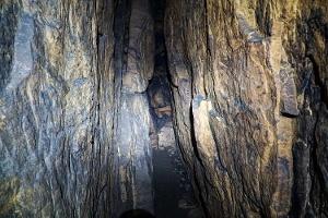 Foto Der neun Meter lange Hauptraum der Schwedenhöhle im Bielatal