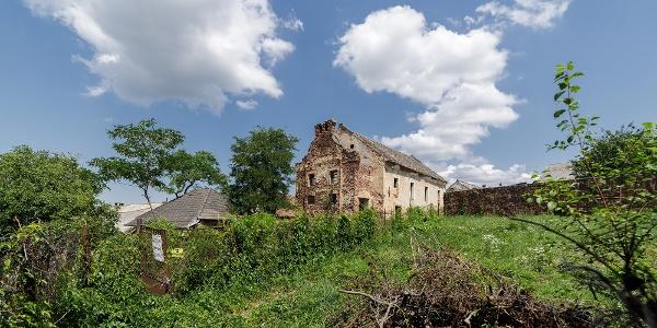 A kővágóörsi zsinagóga romja