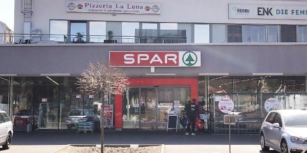 Pizzeria La Luna mit Spar-Markt in Klein-Pöchlarn