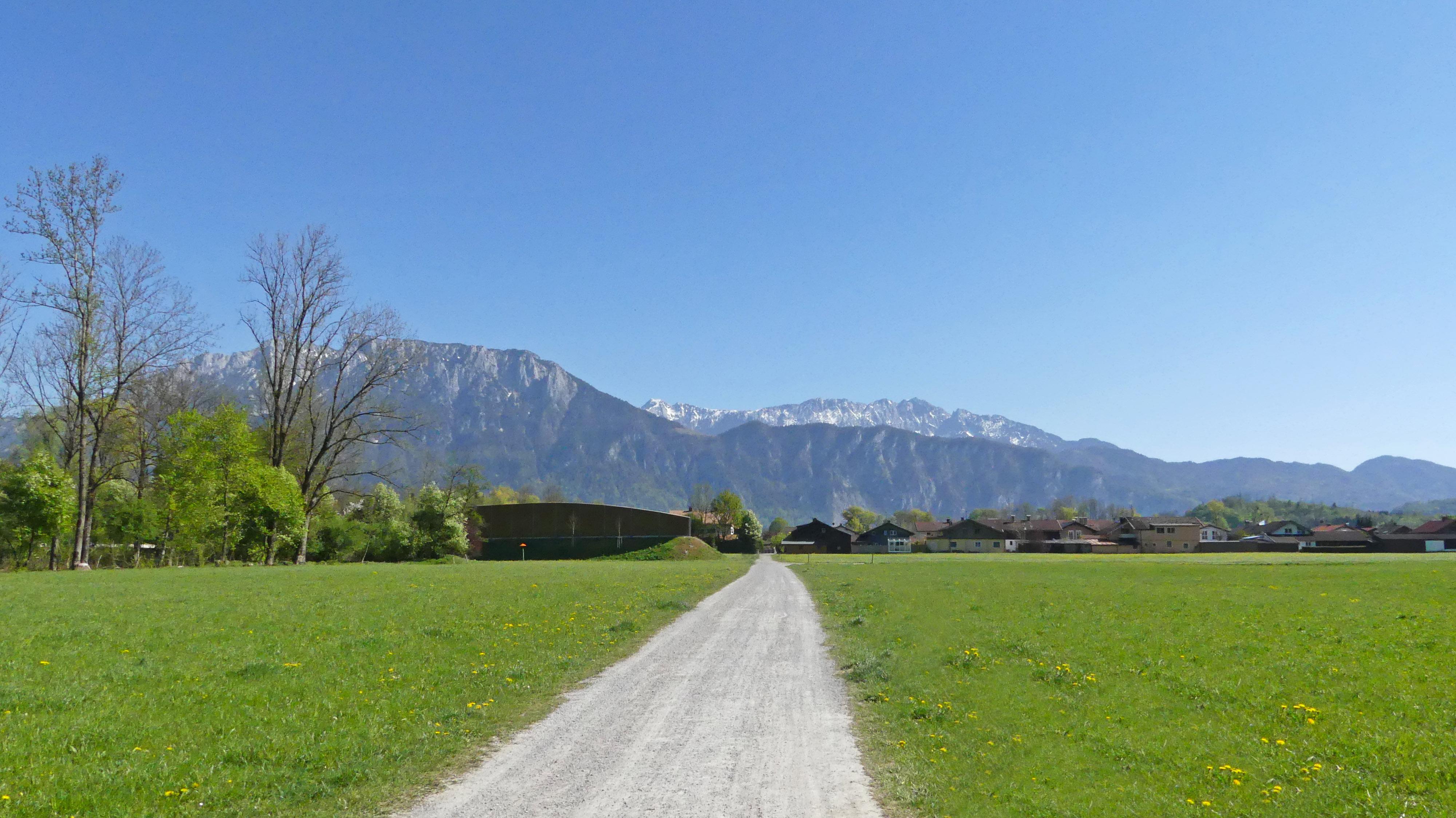 Thal Rundweg mit Blick auf das Kaisergebirge