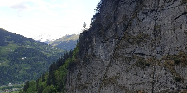 Schlosswand mit Blick nach Bartholomäberg