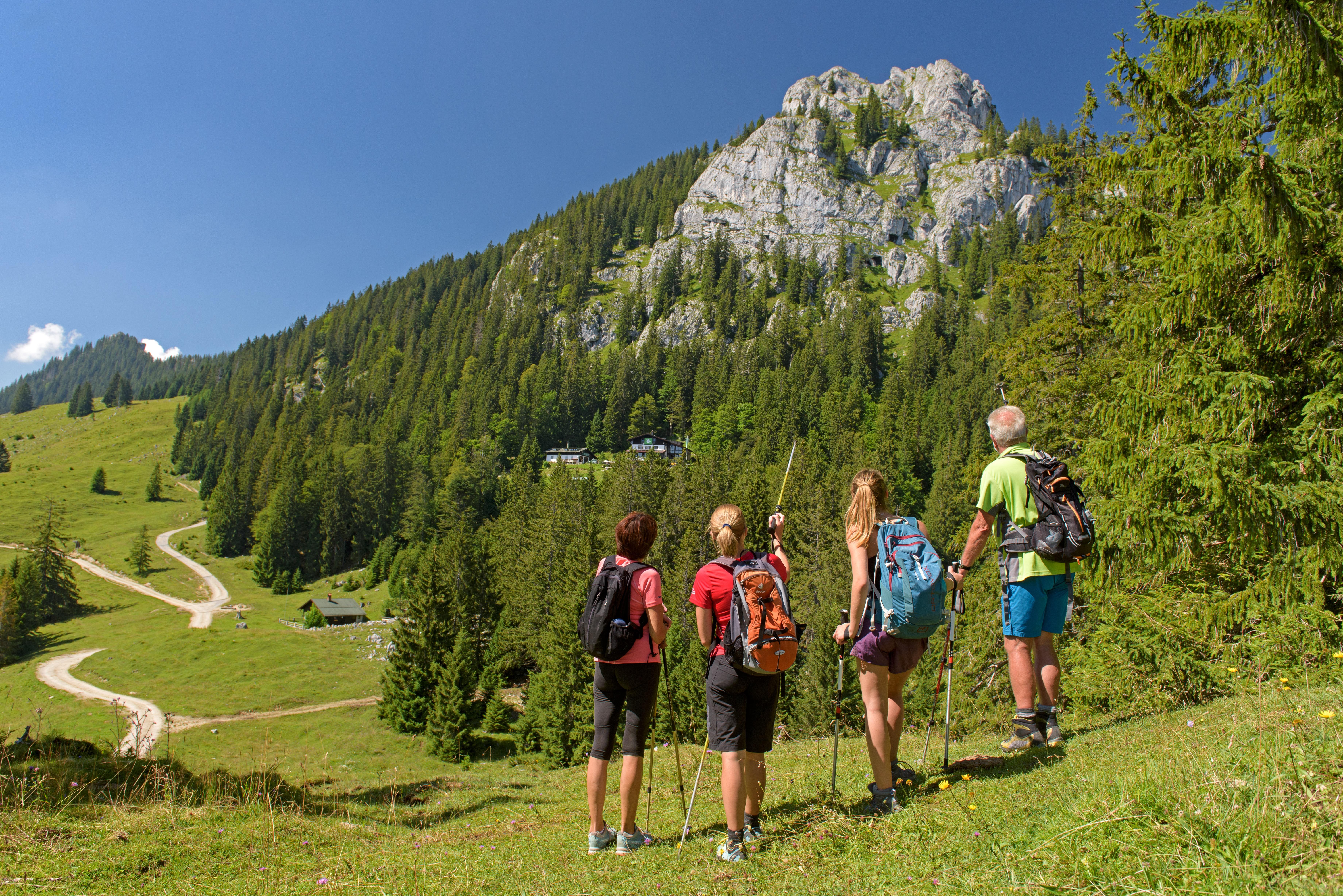 Wanderer Brünnsteingebiet von der Mühlau
