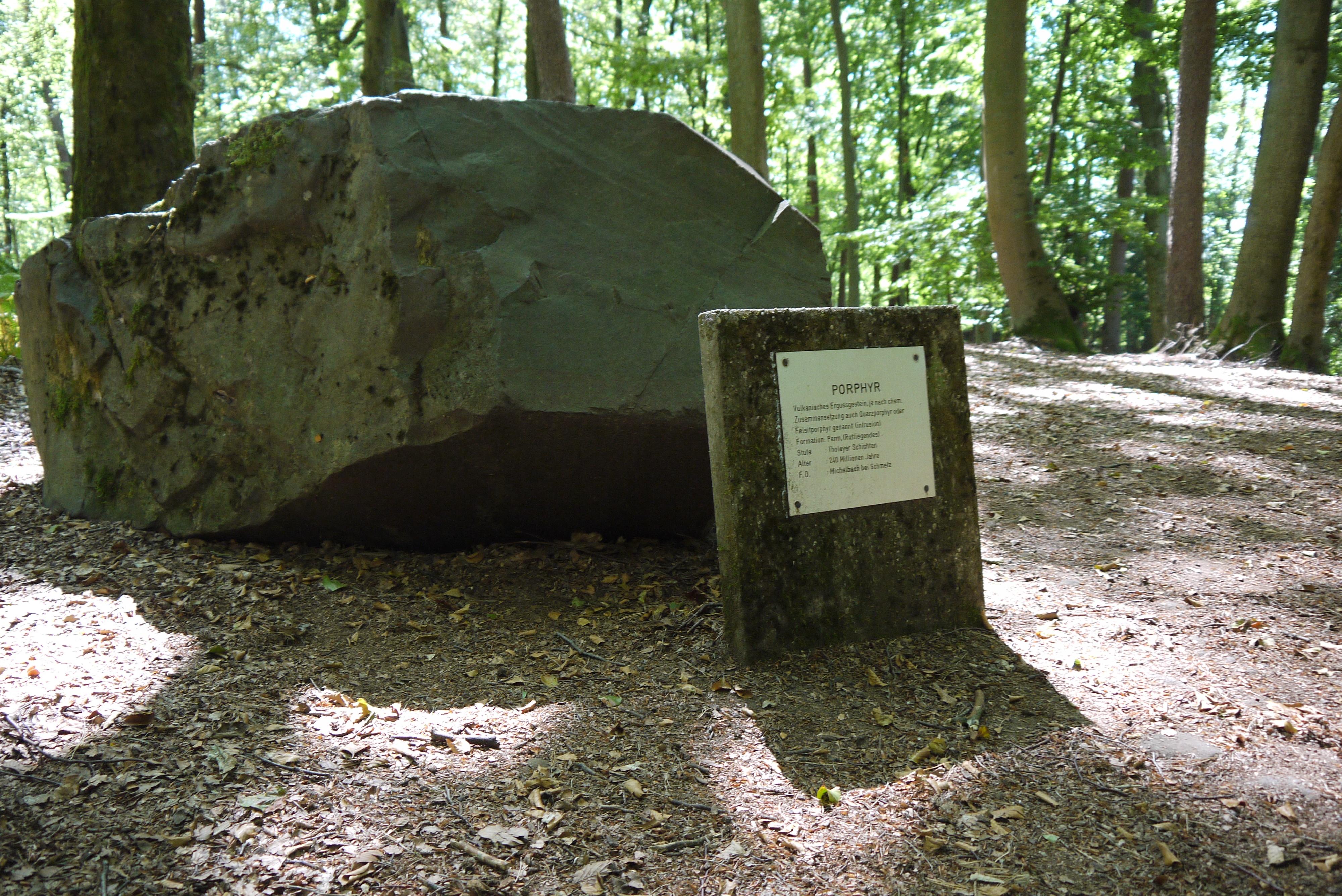 Stein des Geologischen Lehrpfads