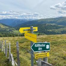 Abzweig zur Kößlbacher Alm auf dem Weg 111 zur Bonner Hütte