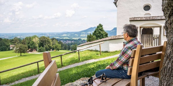 Perspektivenwechsel bei der Kirche in St. Margarethen - Wendelsteinstreifzüge Künstlerweg