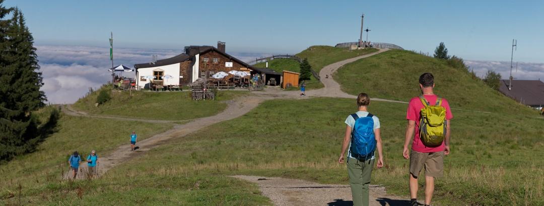 Wanderer an der Hörnle Hütte