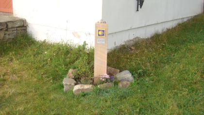 Pilgerstein bei der Wallfahrtskirche Maria Schnee
