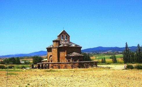 Pilgern - auch vorbei an rätselhaften Bauten