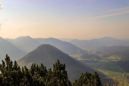 Aussicht vom kleinen Traithen auf die umliegende Bergwelt