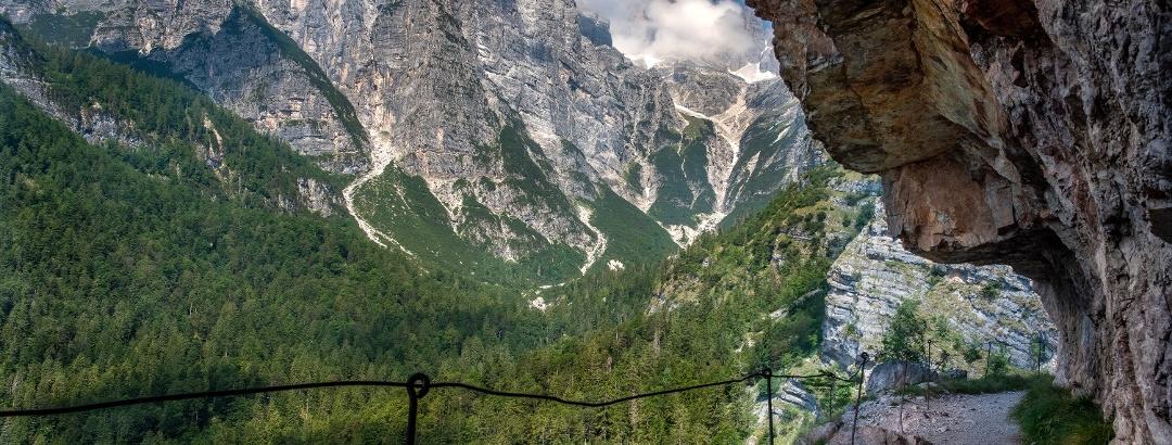 Path to Hut Croz dell'Altissimo