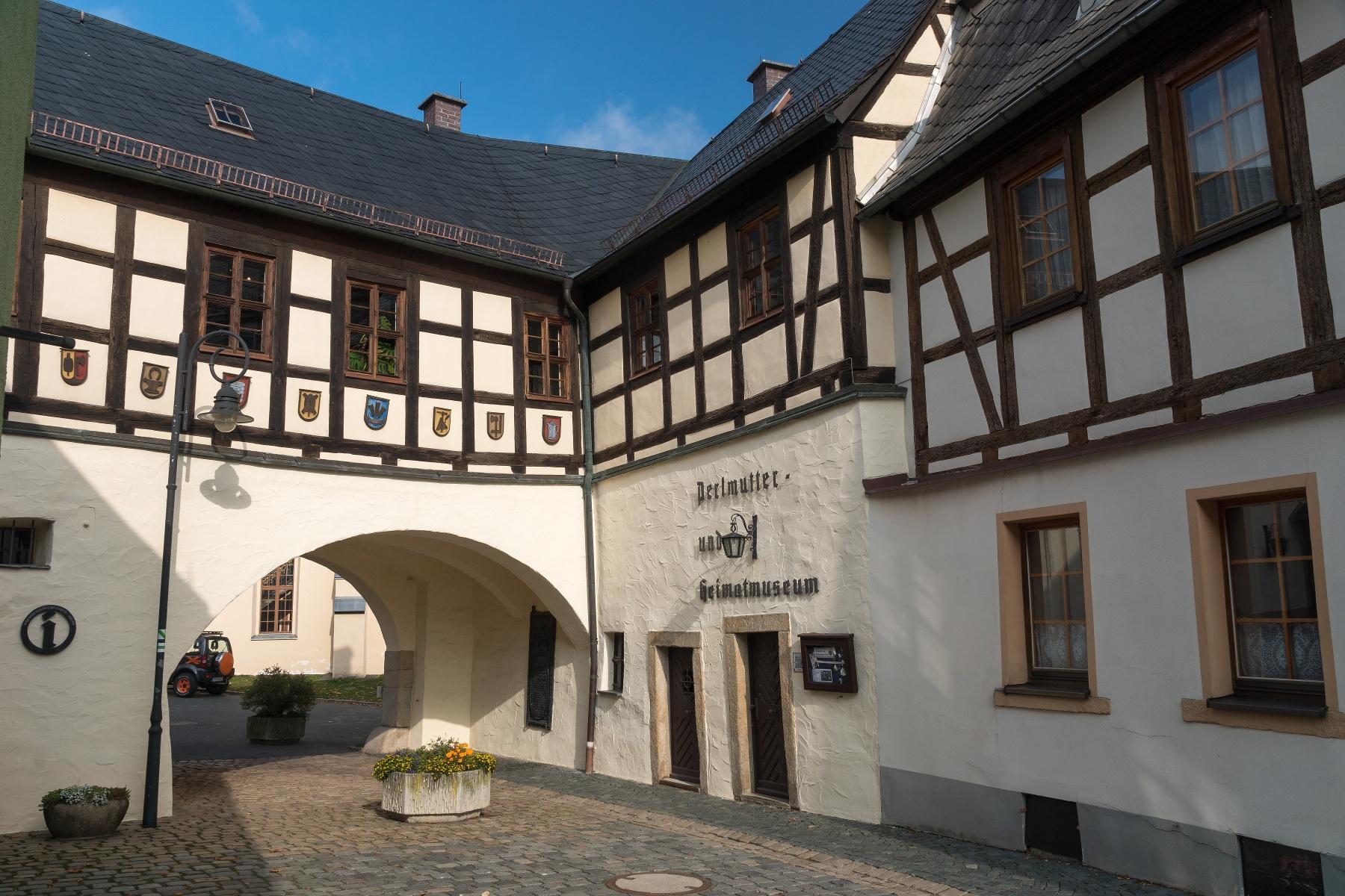 Perlmutterausstellung im Freiberger Tor in Adorf/Vogtl.