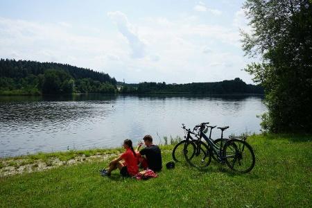 Zweierlei Erfrischung am am Rinser See (Baden und Bauernhofeis)