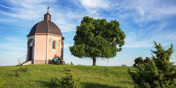 Kapelle auf dem Alten Berg bei Böttingen am Donauberglandweg