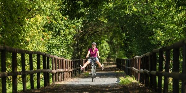 Radfahrerin bei Rehe