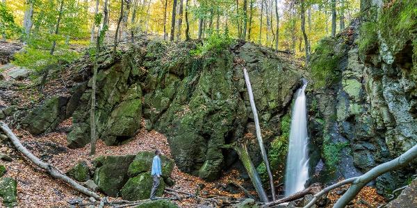 Az Ilona-völgyi-vízesés ősszel