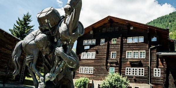 Baschi-Denkmal im Bergdorf Geschinen