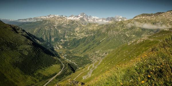Vue depuis le col de la Furka vers Gletsch